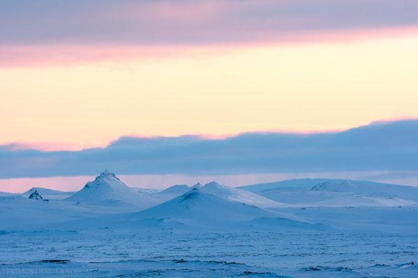 Lockstindur, Tvíburatindur and the shield volcano Trölladyngja far behind