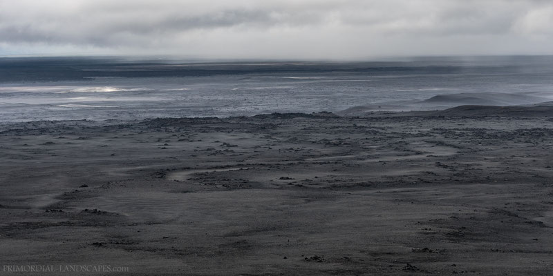 The bleak expanse of Útbruni with the black and more recent Frambruni lava interfering from the left side