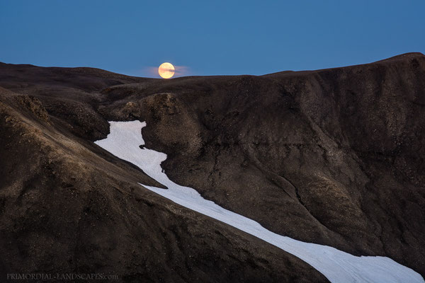 Will the moon set in front or behind the mountain?