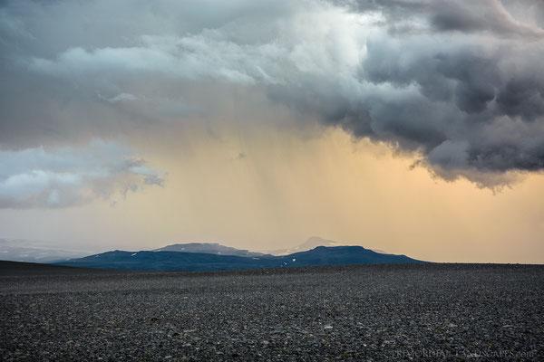 The Vonarskarð, a weather divide...