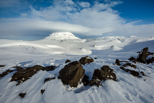 Flatadyngja, an aptly named shield volcano. Here the view into the crater with Herðubreið towering in the distance.