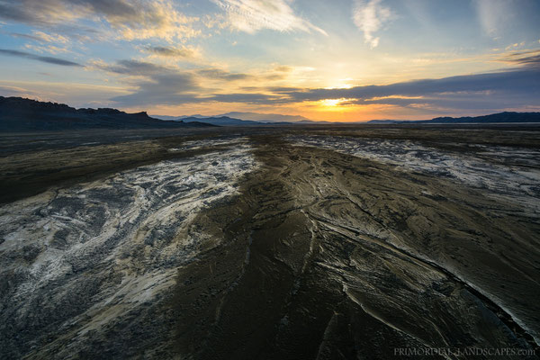 The waterbeds fell dry in cold nights, this is the origin of the dust storms