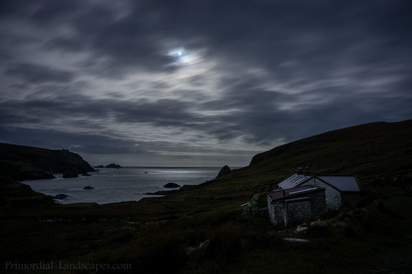 An Port Cottage in a moonlit night.