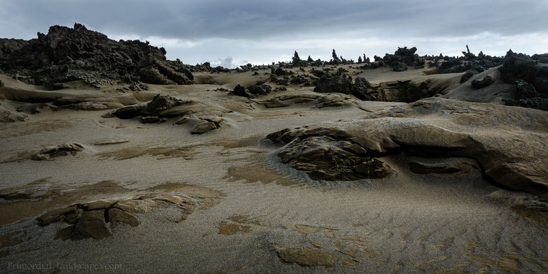 Ubiquitous sand on the way to reconquer Holuhraun.