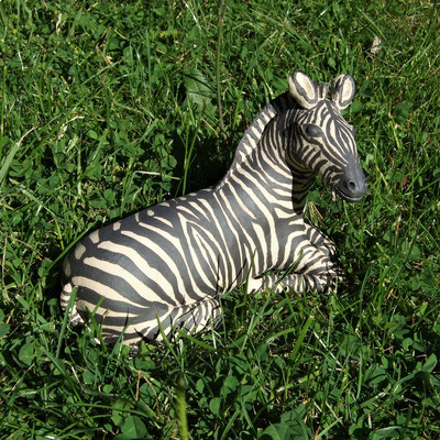 Keramik-Zebra, engobiert;  lovely-cera ~ schöne Keramik-Kunst Nürnberg