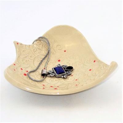 Seifen-/Schmuckschale, Herzform, mit Punkt-Linien-Muster, engobiert, transparent glänzend glasiert;  lovely-cera ~ schöne Keramik-Kunst Nürnberg