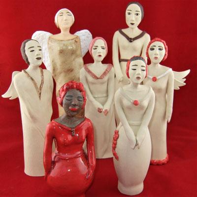 Keramik-Chor, darunter sind auch ein paar Engel; lovely-cera ~ schöne Keramik-Kunst Nürnberg