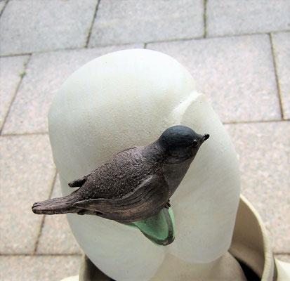 """junges Mädchen """"Schneeglöckchen"""" mit Vogel; lovely-cera ~ schöne Keramik-Kunst"""