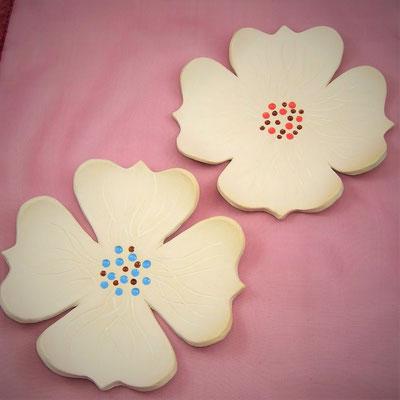 Seifen-/Schmuckschale, Blütenform, geritz, engobiert, teil glasiert;  lovely-cera ~ schöne Keramik-Kunst Nürnberg