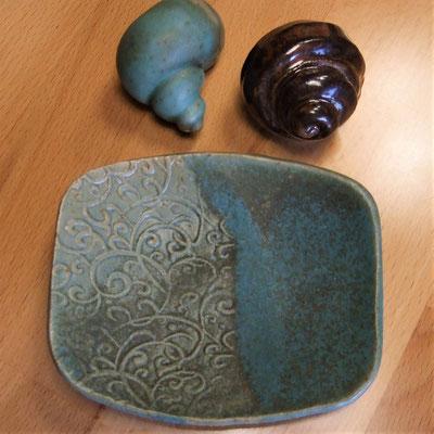 Seifen-/Schmuckschale, mit Curlique-Muster, türkis seidenmatt glasiert;  lovely-cera ~ schöne Keramik-Kunst Nürnberg