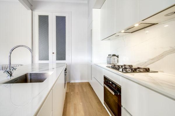 Création d'une cuisine Design à Bordeaux par MP intérieurs, Architecte d'intérieur à Bordeaux (33) : four et plan de cuisson.