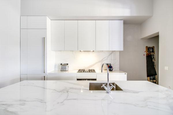 Création d'une cuisine Design à Bordeaux par MP intérieurs, Architecte d'intérieur à Bordeaux (33) : vue de la salle à manger.