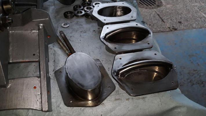 Die Handgriffe für die Mulde, gefertigt aus Edelstahl.