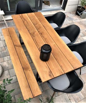 Gartentisch in langlebiger Eiche, rohes Stahlgestell
