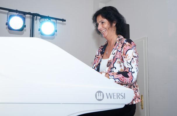 Claudia Hirschfeld. In ihrem Element. Eröffnungskonzert WERSI Leipzig - Stefan Baumgarth, 19.10.2018. Foto: Robert Soujon.