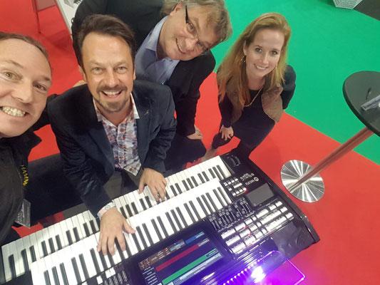 Michael Falkenstein (Hammond Deutschland) bei Robert Bartha, Stefan Baumgarth und Liane Evers während der Musikmesse Leipzig 2019 am Stand von WERSI Leipzig. Foto: WERSI Leipzig