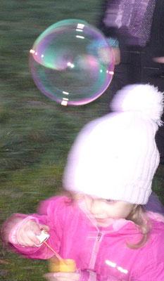 Jede Seifenblase ein Kinderwunsch...