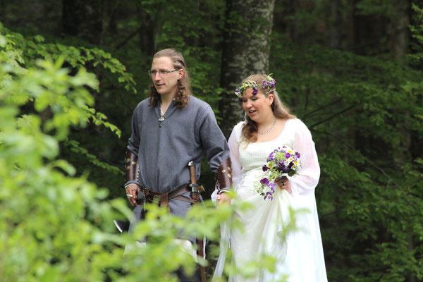 Wikinger-Hochzeit im Wald