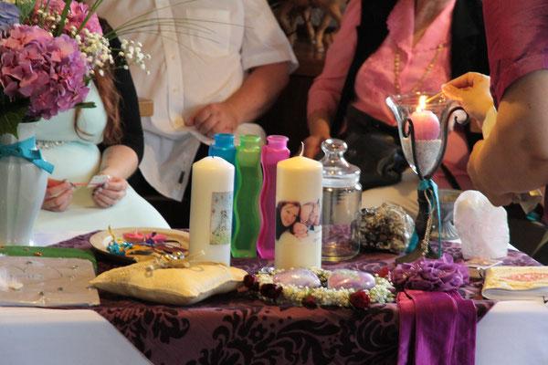Hochzeit und Namensgebung in einer Zeremonie