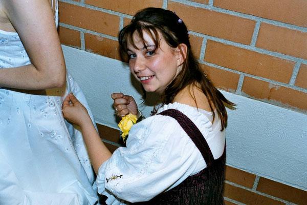 Für die Braut: 'Erste Hilfe' mit Nadel und Faden...