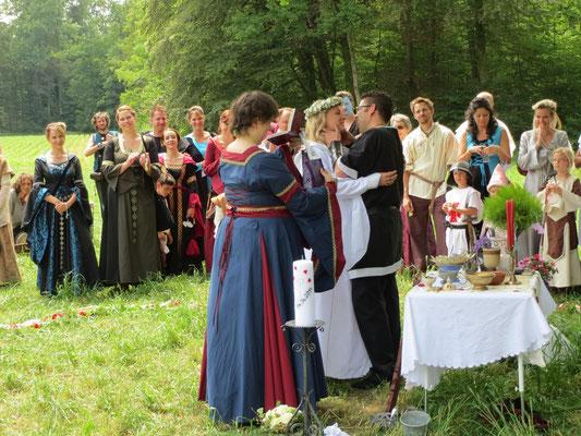 Auch im Mittelalter wurde geküsst ;-)