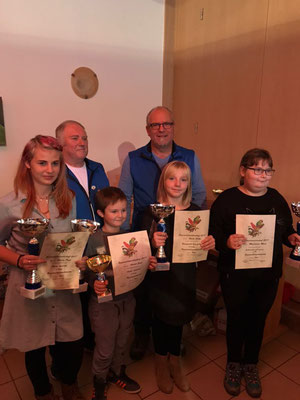 Bayerwaldjugend- und Jugendvizemeister; (v.l Emilia Denk, Adrian Geier, Emily Fichte und Magdalena Moser)