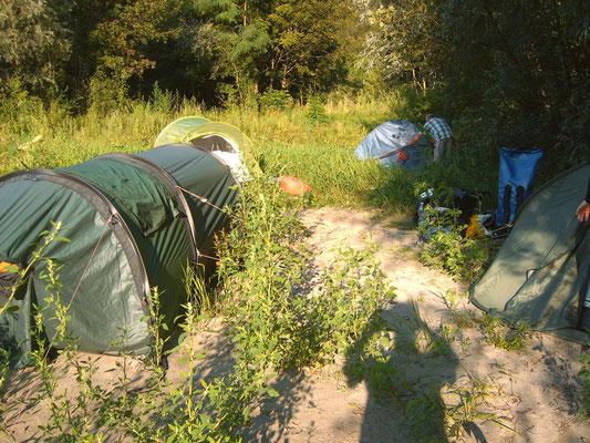 Camp am Ufer oberhalb von Aggsbach