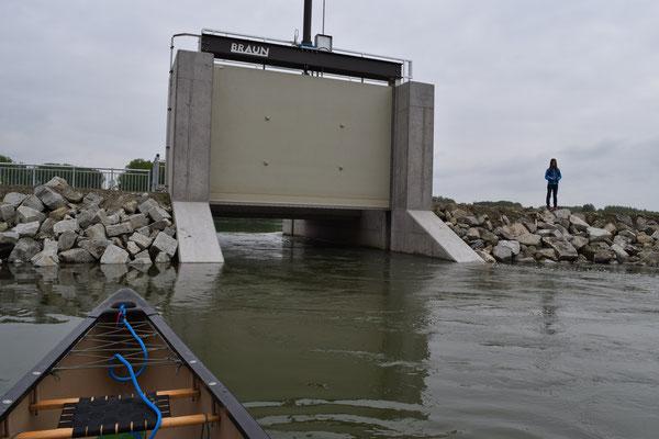 obere von 2 Schleusentoren Zulaufmenge abhängig von Donaupegel