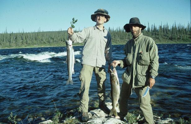 Jürgen fing einen Arctic-Char (Saibling) und Jörg eine prächtige Forelle