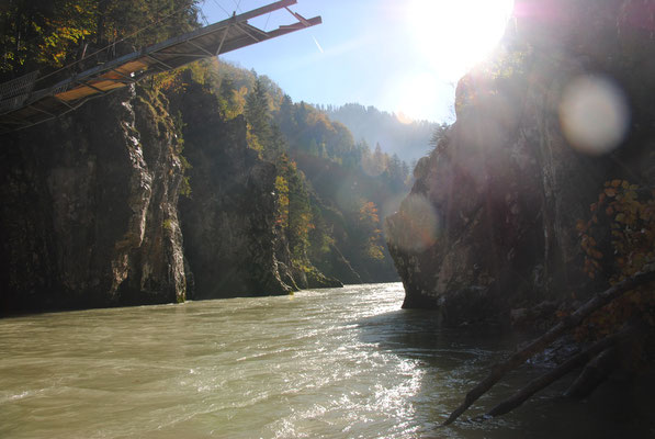 Kaputte Hängebrücke