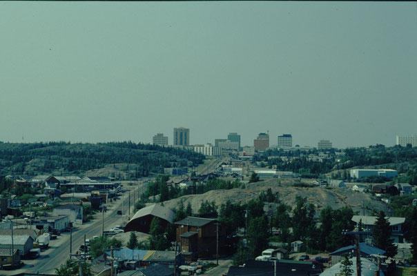 """Zentrum vom Yellowknife von """"Oldtown"""" aus gesehen"""
