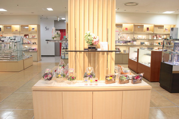 伊勢丹浦和店5階文具売り場にて、母の日プリザーブドフラワー&コットンパール販売