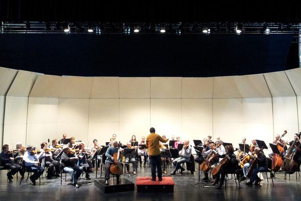 Israel Sinfonietta; Hillel Zori, Violoncello