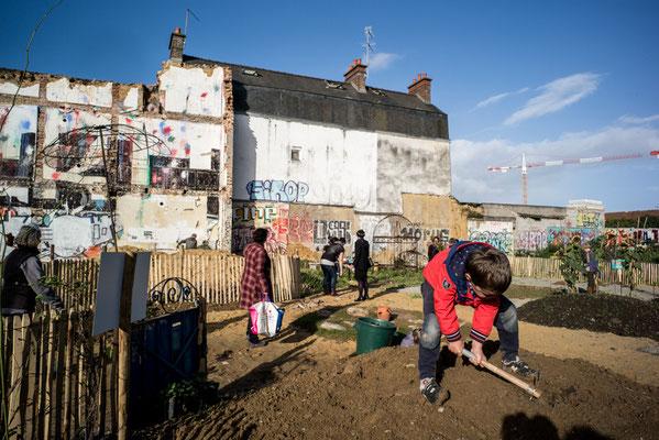 Jardinage et bourse aux plantes avec les habitants, crédit photo: Yohann Lepage