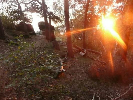 Untergehende Sonne mit den letzten starken Strahlen