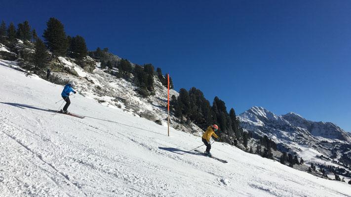 Unsere Skiprofis begleiten dich durch alle Könnensstufen.