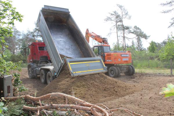 110 Tonnen Mutterboden anfahren