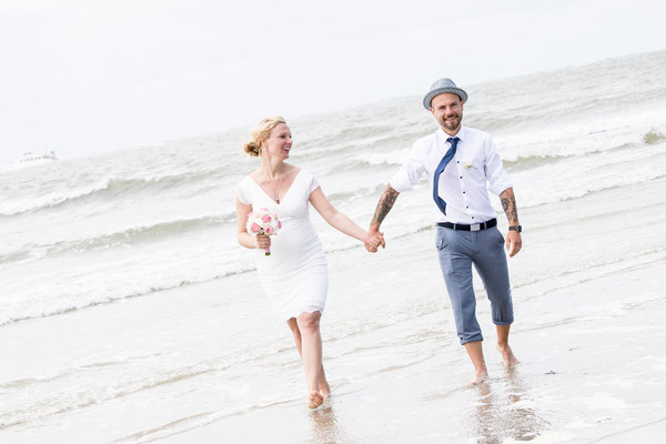 Strand Hochzeitsfotos Badekarren  Norderney Fotograf ©Nicole Buczior