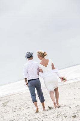 Norderney Hochzeitfotos  Strand   Badekarren   Ostfriesland Nordsee Fotograf Norden Nicole Buczior