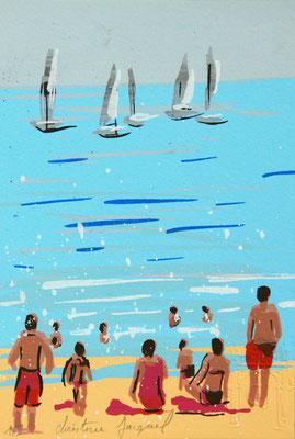 Sérigraphie originale d'une plage avec des vacanciers et des voiliers à l'horizon, série limitée à 9 exemplaires 10cm x 15cm