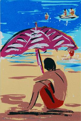 Vacancier sous un parasol rouge en bord de mer, sérigraphie originale d'une mer bleue, série limitée à 10 exemplaires 10cm x 15cm