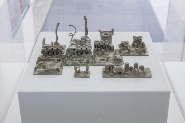 「忘れられた街」4 山田裕介 2015年 セメント テープレコーダーの中身
