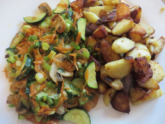 Bratkartoffeln und gebratene Champignons