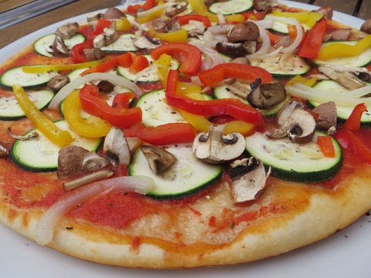 Gemüsepizza (mit Dinkel-Teig)