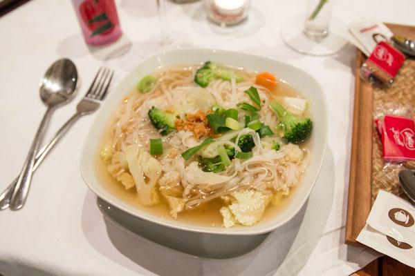 Qued Diau (original thailändische Nudelsuppe mit Sojasprossen und Gemüse)