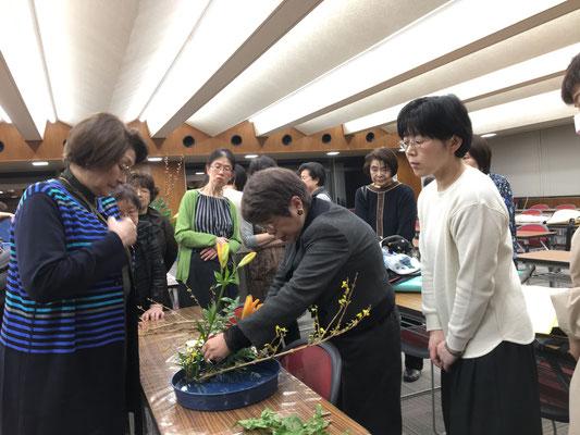 研究会終了後は、瓶花と盛花・観水型の勉強会が開催されました。