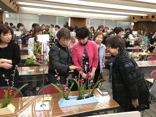 講評の後は、岩田先生からそれぞれの作品の寸評をいただきました。