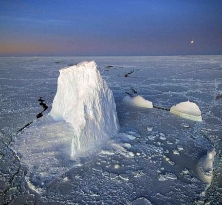 Lilo Tadday Antarktis Polarstern Eisberg Mondlicht Meereis Blau