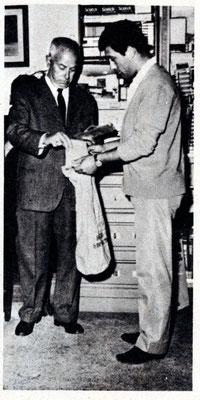 Carlo consegna le pellicole al primo ritiro diretto della Kodak 14-3-1967