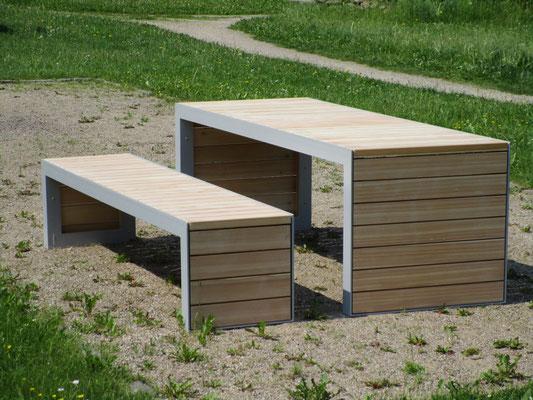 Plaza Bracket Bench